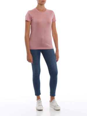 MONCLER: t-shirt online - T-shirt rosa con patch Moncler in velluto