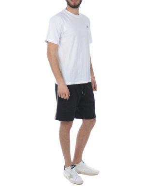 MONCLER: pantaloni shorts online - Pantaloni corti con righe tricolore