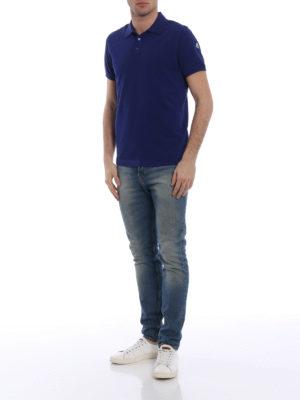 Moncler: polo shirts online - Logo detailed blue polo shirt