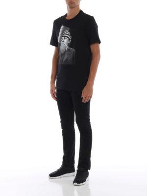 NEIL BARRETT: t-shirt online - T-shirt nera con stampa Poseidon Philosopher