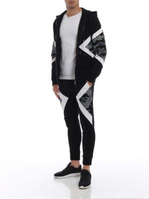 NEIL BARRETT: pantaloni sport online - Joggers skinny con parti camouflage