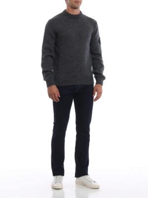 PRADA: maglia collo rotondo online - Pull grigio in lana con logo sulla manica