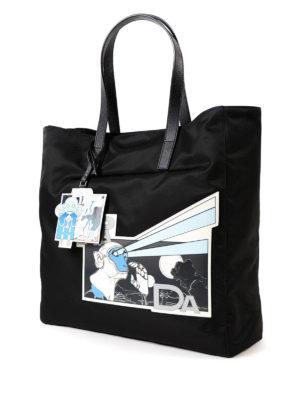 PRADA: shopper online - Tote con patch Comics in saffiano