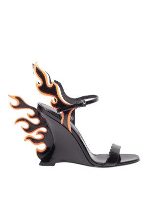 PRADA: sandali - Sandali in vernice con applicazione fiamme
