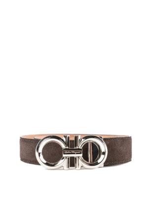 SALVATORE FERRAGAMO: cinture - Cintura Gancini in camoscio marrone