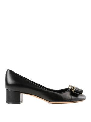 SALVATORE FERRAGAMO: scarpe décolleté - Décolleté Vara in pelle nera con borchie