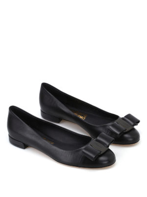 Salvatore Ferragamo: flat shoes online - Varina black leather flats
