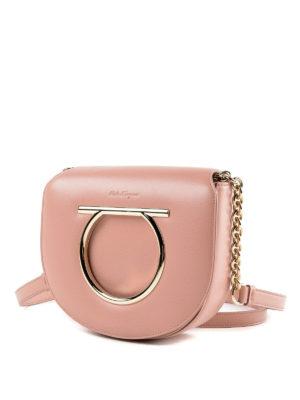 SALVATORE FERRAGAMO: borse a tracolla online - Piccola borsa Gancini in pelle rosa