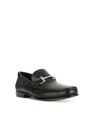 SALVATORE FERRAGAMO: Mocassini e slippers online - Mocassini Fiordi in pelle nera con Gancini