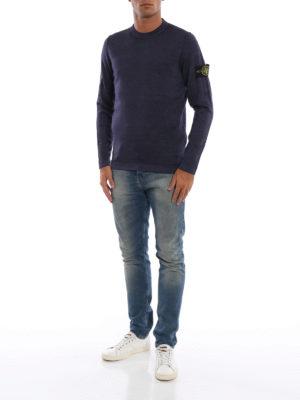 STONE ISLAND: maglia collo rotondo online - Pull leggero sovra tinto in lana blu