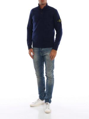 STONE ISLAND: maglia a collo alto e polo online - Lupetto in misto lana blu con zip e bottoni