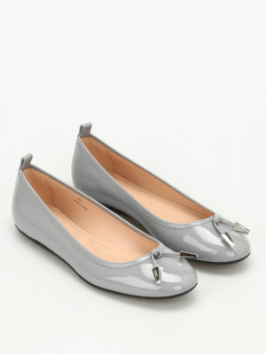 Tod'S: flat shoes online - Studded patent leather ballerinas