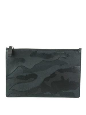 VALENTINO GARAVANI: pochette - Clutch pelle e tessuto camouflage