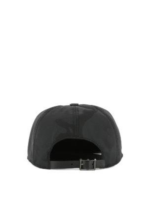 VALENTINO GARAVANI: cappelli online - Cappellino in nylon camouflage e pelle