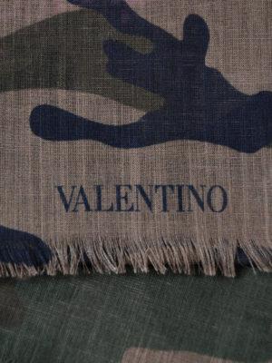 VALENTINO GARAVANI: sciarpe e foulard online - Sciarpa Zandra camouflage e rosa