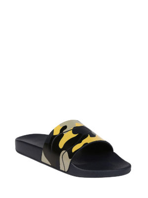 Valentino Garavani: sandals online - Camu rubber slide sandals