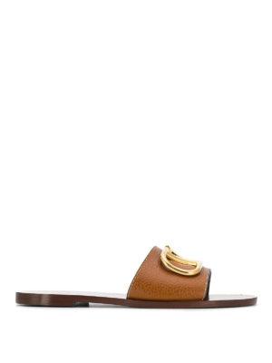 fa8e0bcd411 VALENTINO GARAVANI  sandali - Ciabatte a fascia VLogo in pelle marrone. Valentino  Garavani. VLogo brown leather slide sandals