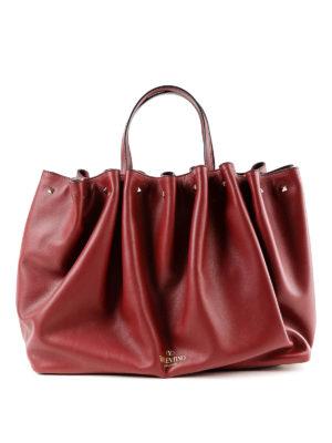 VALENTINO GARAVANI: shopper - Borsa shopping in pelle con logo e borchiette