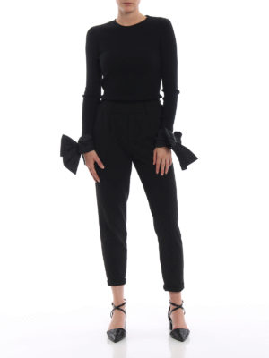 VALENTINO: maglia collo rotondo online - Pull nero a costine con fiocchi ai polsi