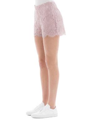 VALENTINO: pantaloni shorts online - Shorts smerlati in Heavy Lace