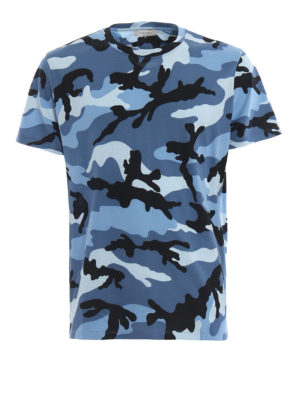 VALENTINO: t-shirt - T-shirt in cotone stampa camouflage celeste