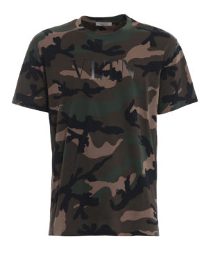 VALENTINO: t-shirt - T-shirt camouflage con stampa VLTN