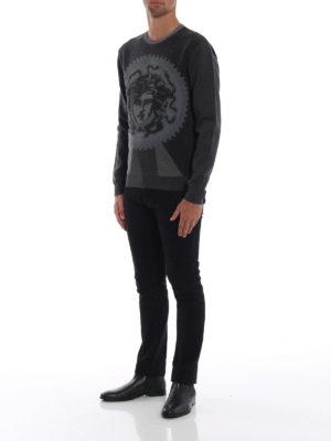 VERSACE: maglia collo rotondo online - Girocollo grigio in spugna stretch Medusa