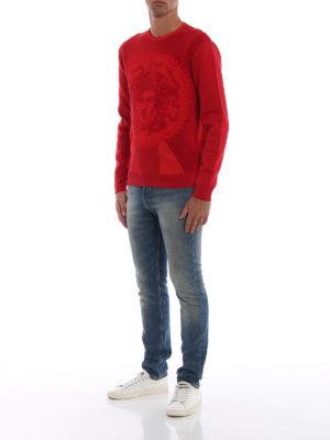 VERSACE: maglia collo rotondo online - Girocollo rossa in spugna stretch Medusa