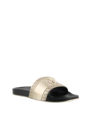 VERSACE: sandali online - Ciabatte con Testa di Medusa e Chiave Greca