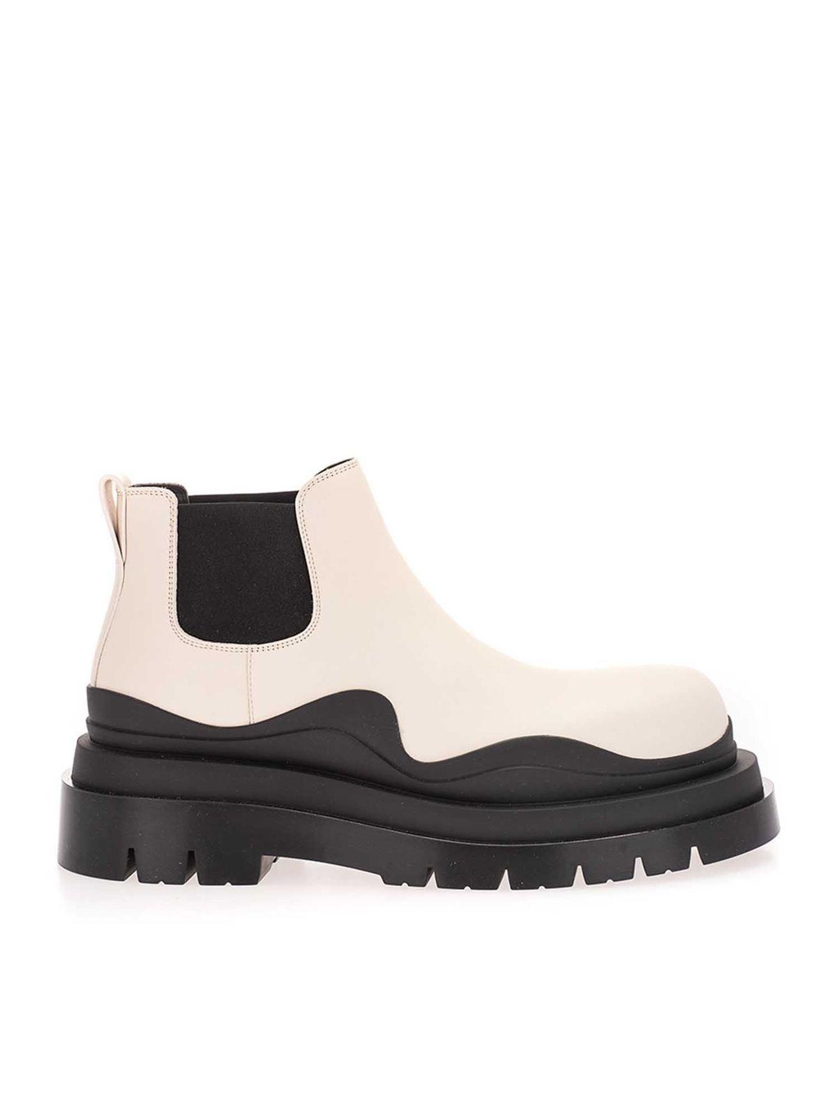 Bottega Veneta Leathers Ankle boots in black and ecru