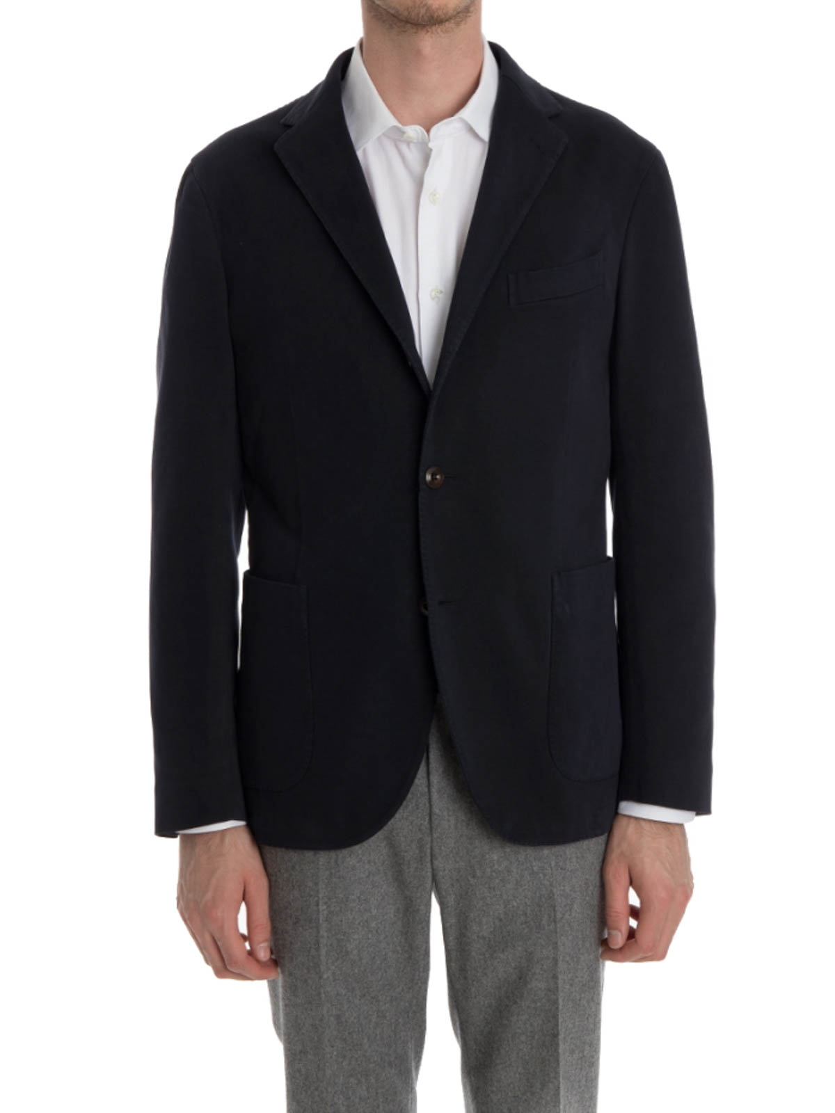 A shirt-blazer hybrid, this four-button style is partially lined to help retain its relaxed structure, making it ideal for smartening up your everyday outfits. Team with blue jeans and a cotton.