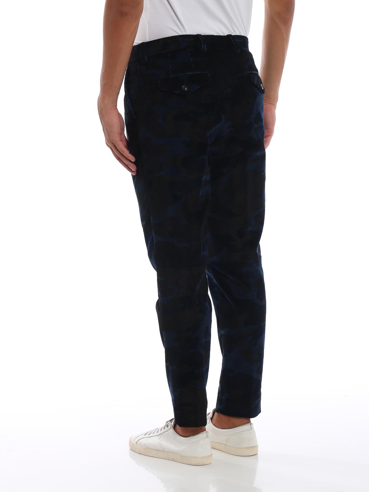 3e56e915ff Moncler - Pantaloni in velluto a coste camouflage - pantaloni casual ...