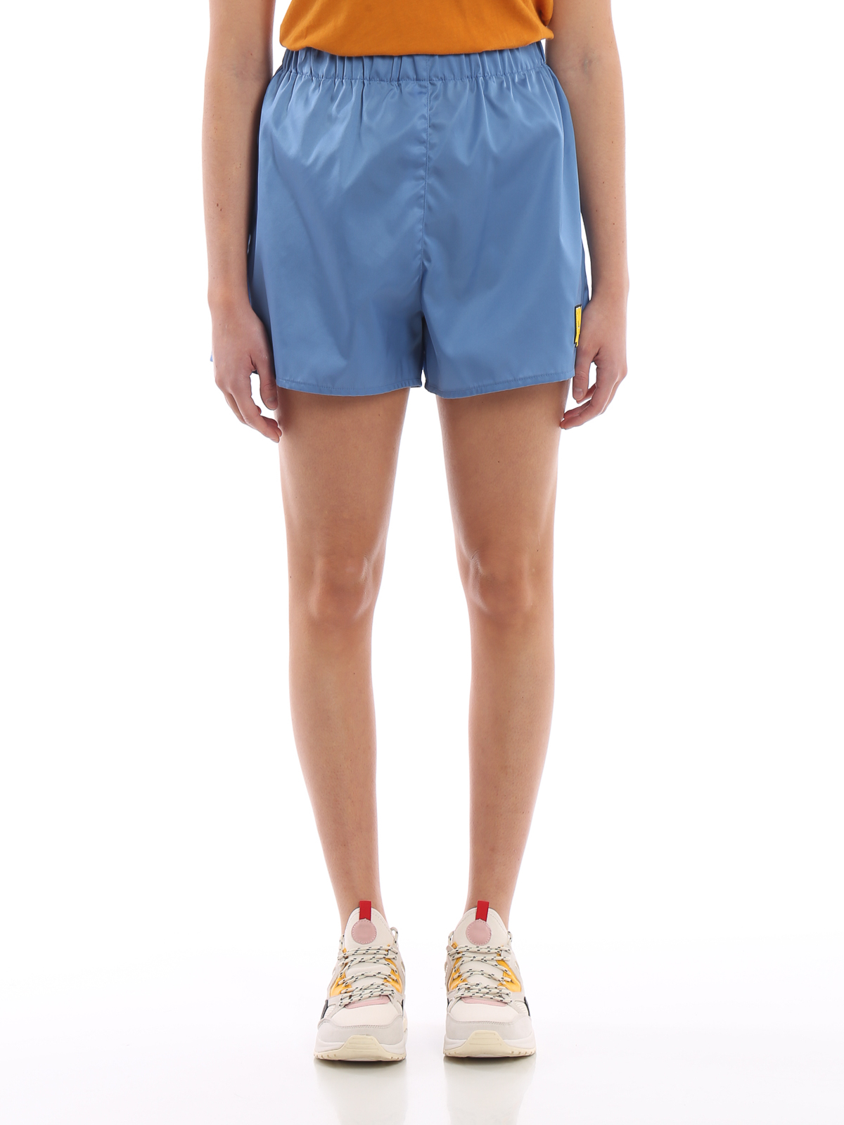 90ed9603b2f77 iKRIX-prada-trousers-shorts-light-nylon-gabardine-short-pants-00000147960f00s013.jpg