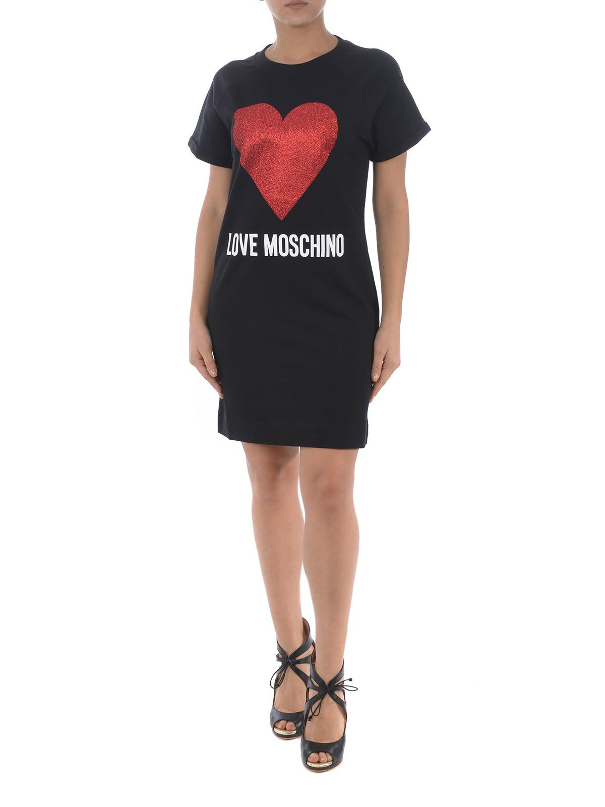 da63e97e8298 LOVE MOSCHINO  abiti corti online - Abito T-shirt nero con cuore in glitter