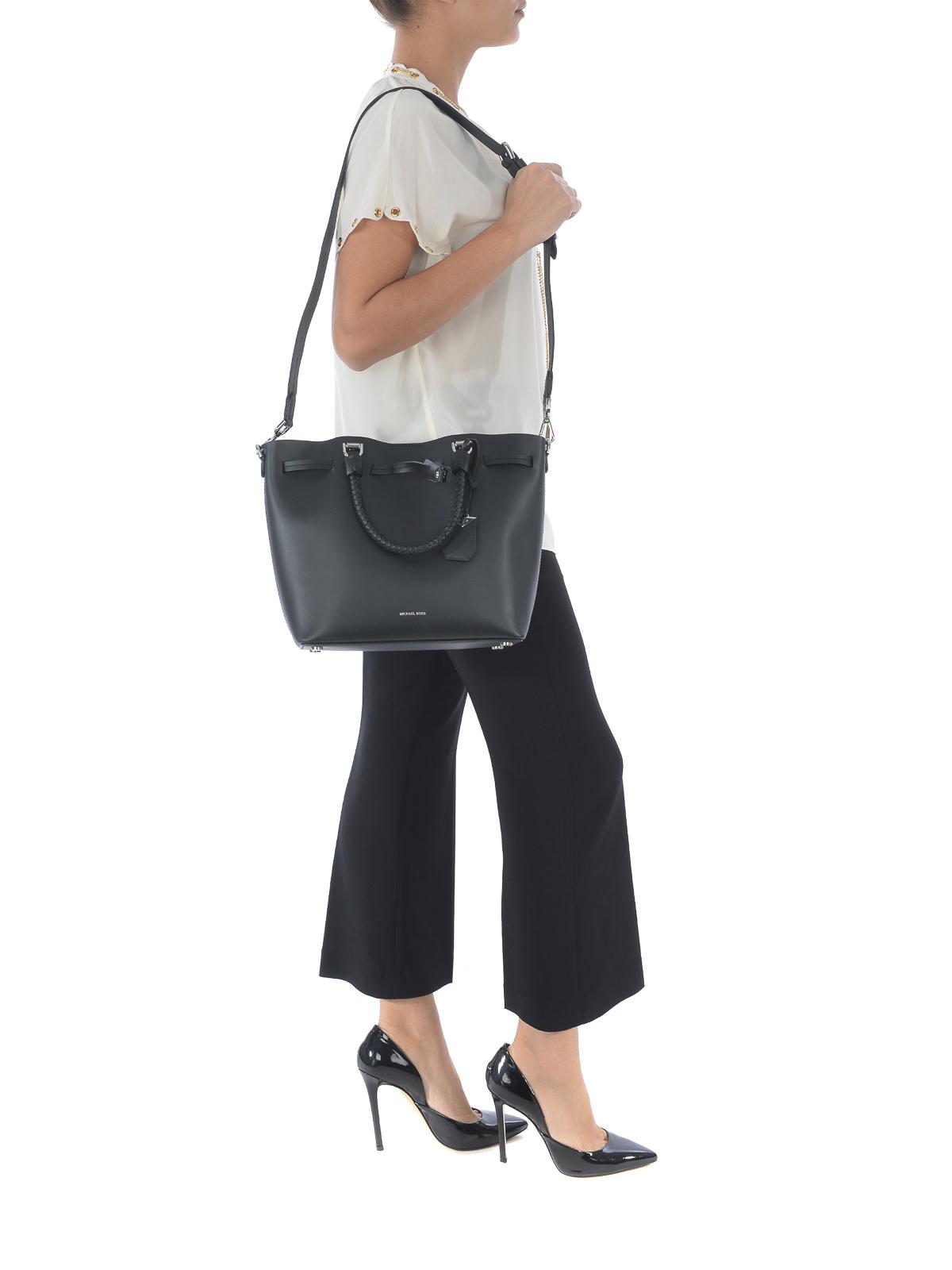 8950f3cca19644 Michael Kors - Blakely M black leather bucket bag - Bucket bags ...