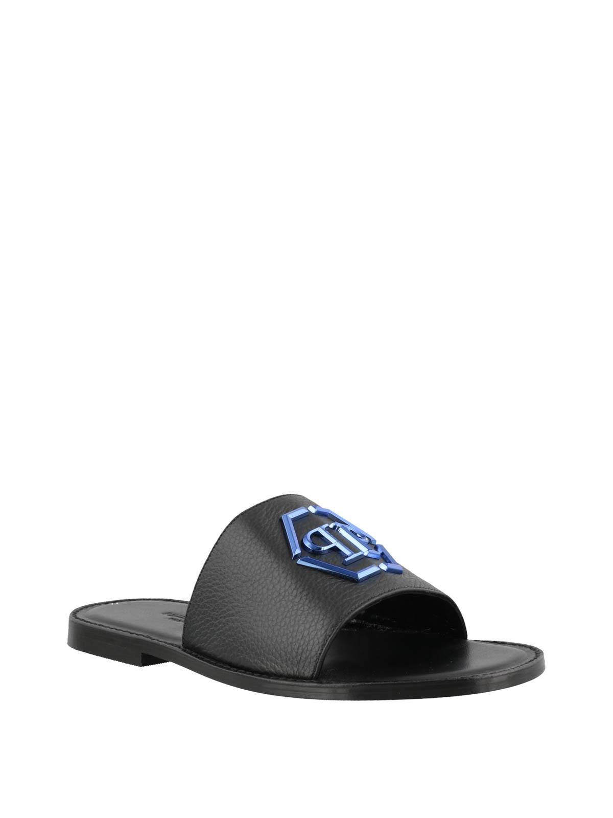 PHILIPP PLEIN  sandali online - Sandali piatti neri in pelle con logo blu 19a4864cca6