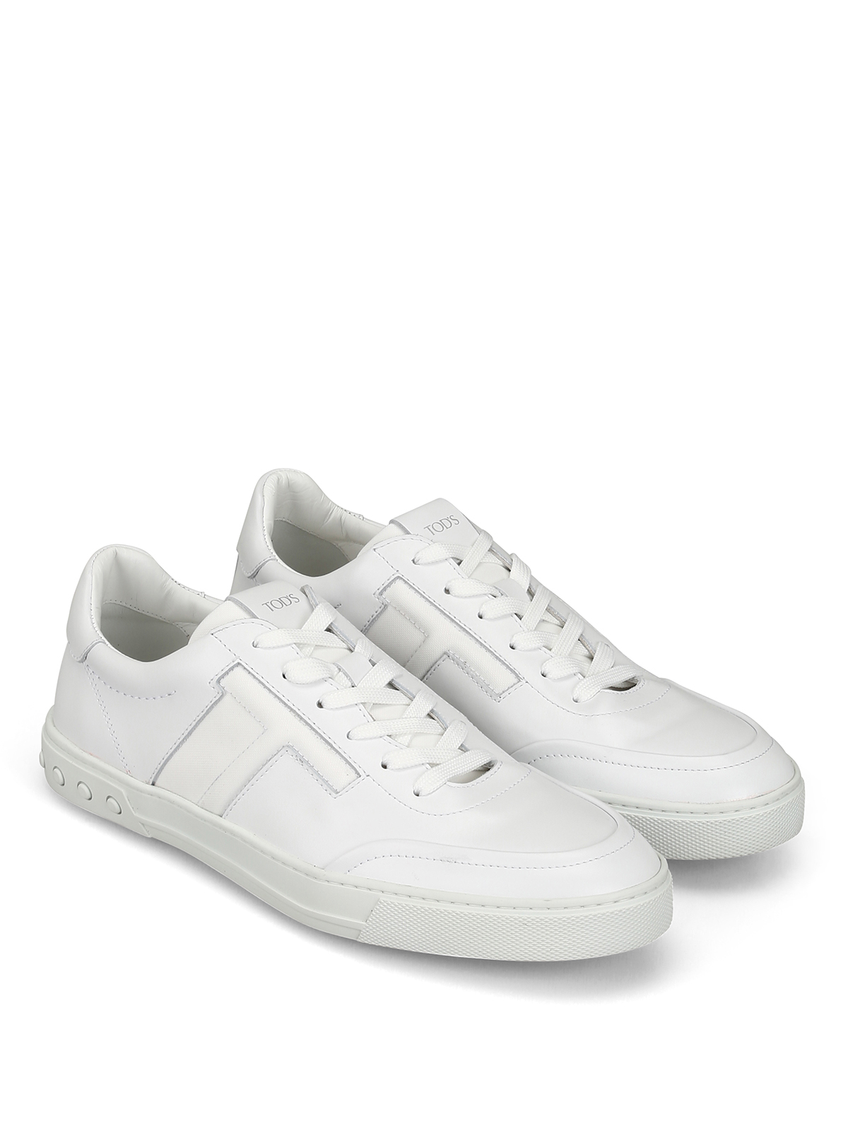 White leather low top urban sporty